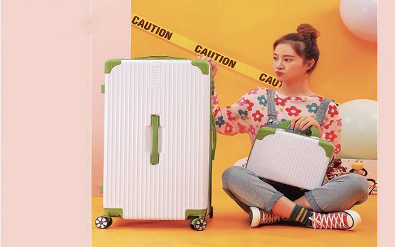 Dòng vali combo vali túi xách nhựa cao cấp thoải mái mang theo đầy đủ đồ dùng và thật nhiều bộ cánh xinh đẹp khi đi du lịch